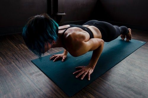 woman does planks