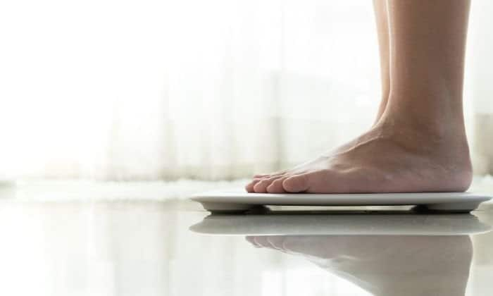 feet on a scale to measure weight loss after sobriety